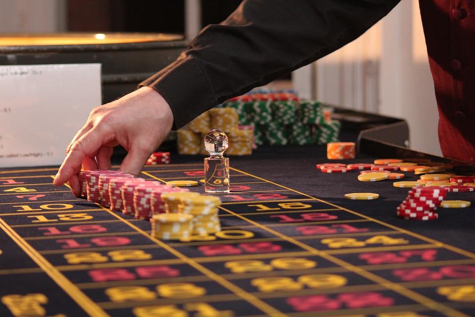 Avoiding Online Gambling Addiction - Lives On